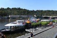 Duhová plavba po Vltavě